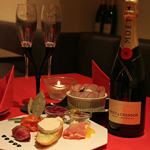 Champagne & Casual Dining MOET & DINING